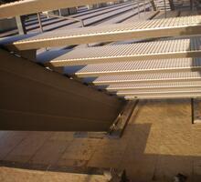 fissaggio di scale e parapetti