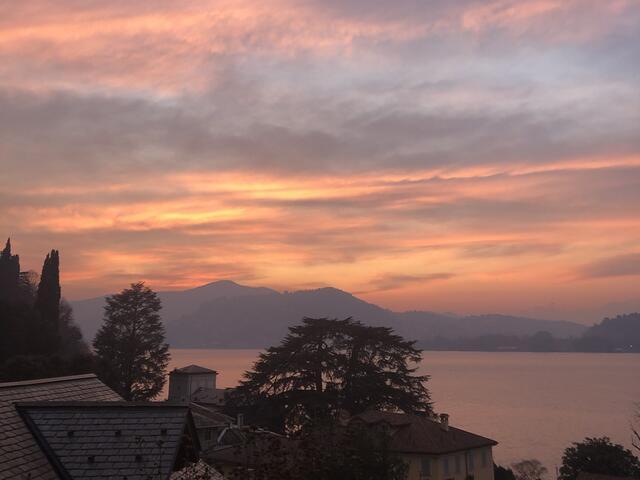 Tramonto sul Lago di Como