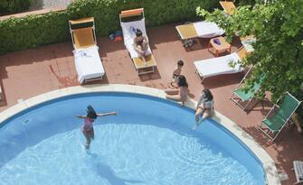 Hotel Bravo & Condor