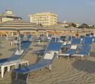 nella nostra spiaggia su richiesta cuscini per  i lettini...gratis!!!