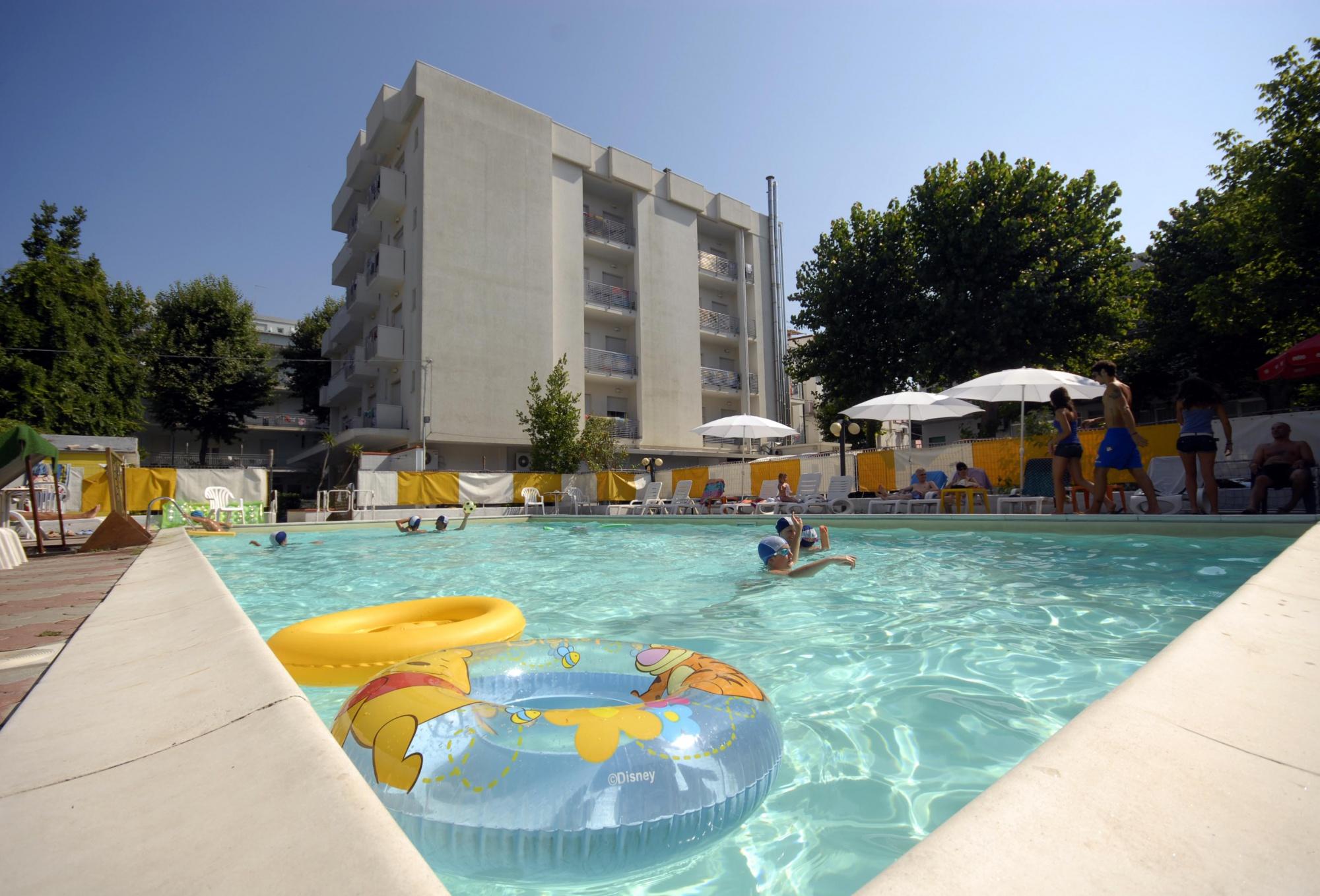 Angebot family hotel im juli 3 sterne hotel in rimini for Pool im angebot