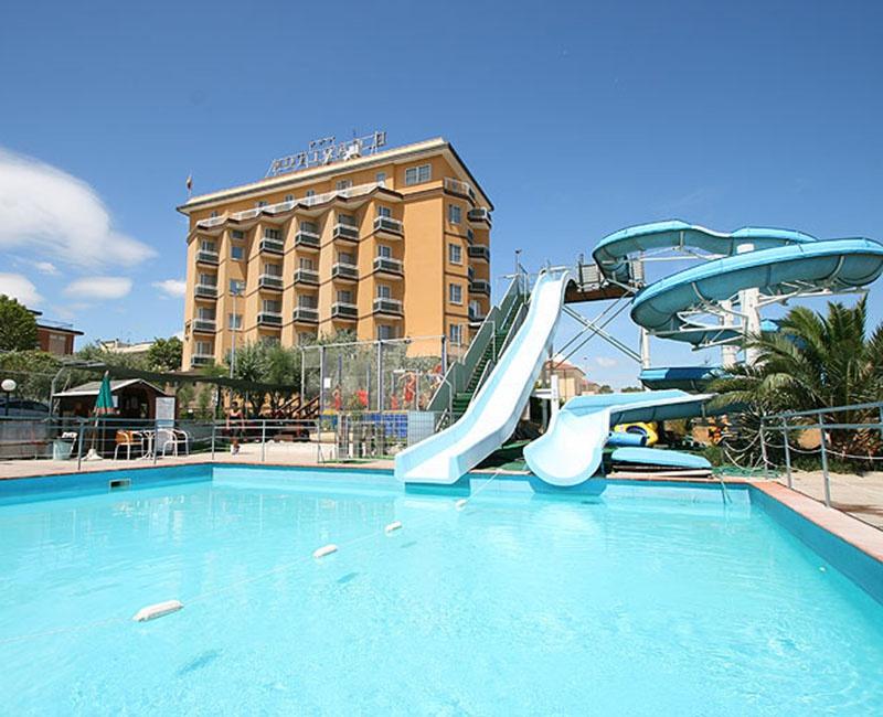 Offerta giugno villa del parco hotel con piscina parco acquatico gratis da 45 - Hotel con piscina a rimini ...