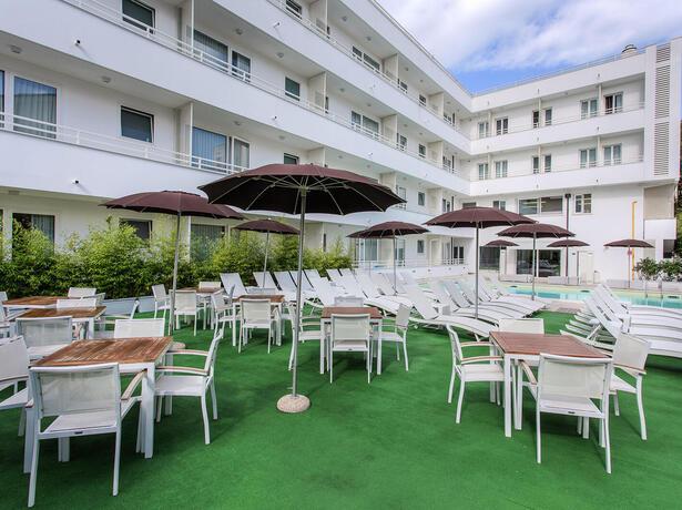 hotelmokambo de gelegenheiten-im-august-in-einem-low-cost-hotel-in-cesenatico-mit-pool 011