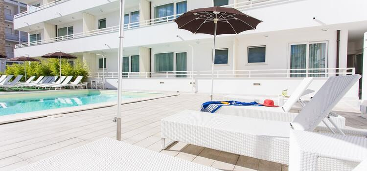 hotelmokambo it offerta-giugno-design-hotel-cesenatico-con-piscina 002