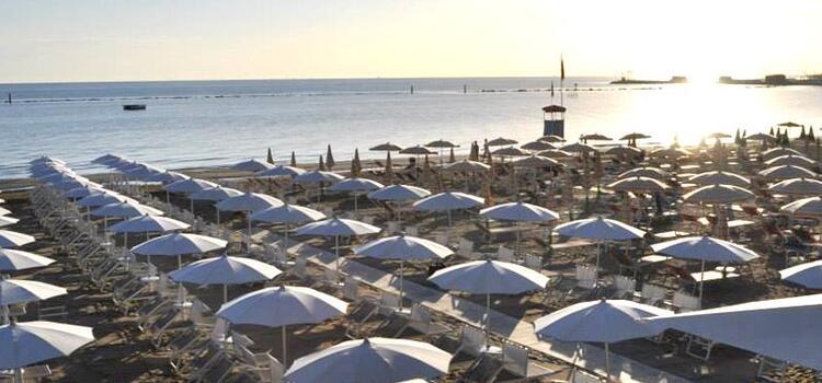 hotelmokambo it offerta-giugno-design-hotel-cesenatico-con-piscina 006