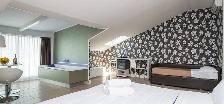 hotelmokambo de angebot-im-juli-im-design-hotel-cesenatico-am-meer 004
