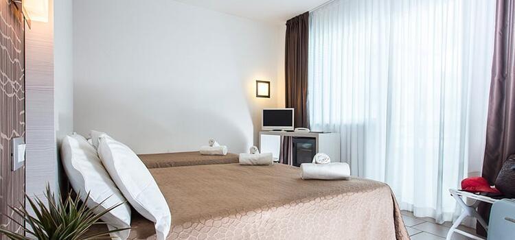 hotelmokambo de angebot-im-juli-im-design-hotel-cesenatico-am-meer 005