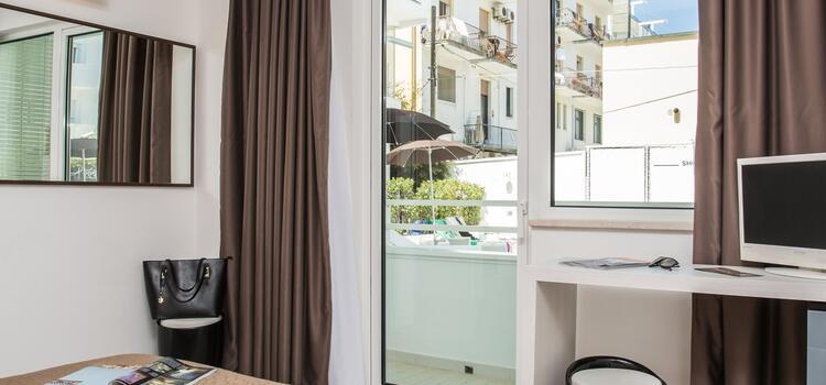 hotelmokambo it offerta-agosto-cesenatico-in-design-hotel-con-piscina 008