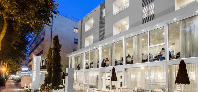 hotelmokambo de gelegenheiten-im-august-in-einem-low-cost-hotel-in-cesenatico-mit-pool 002