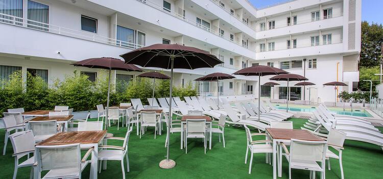 hotelmokambo de gelegenheiten-im-august-in-einem-low-cost-hotel-in-cesenatico-mit-pool 003