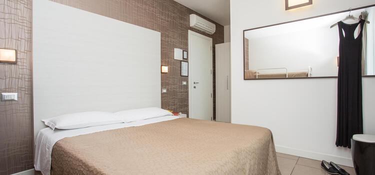 hotelmokambo de gelegenheiten-im-august-in-einem-low-cost-hotel-in-cesenatico-mit-pool 004
