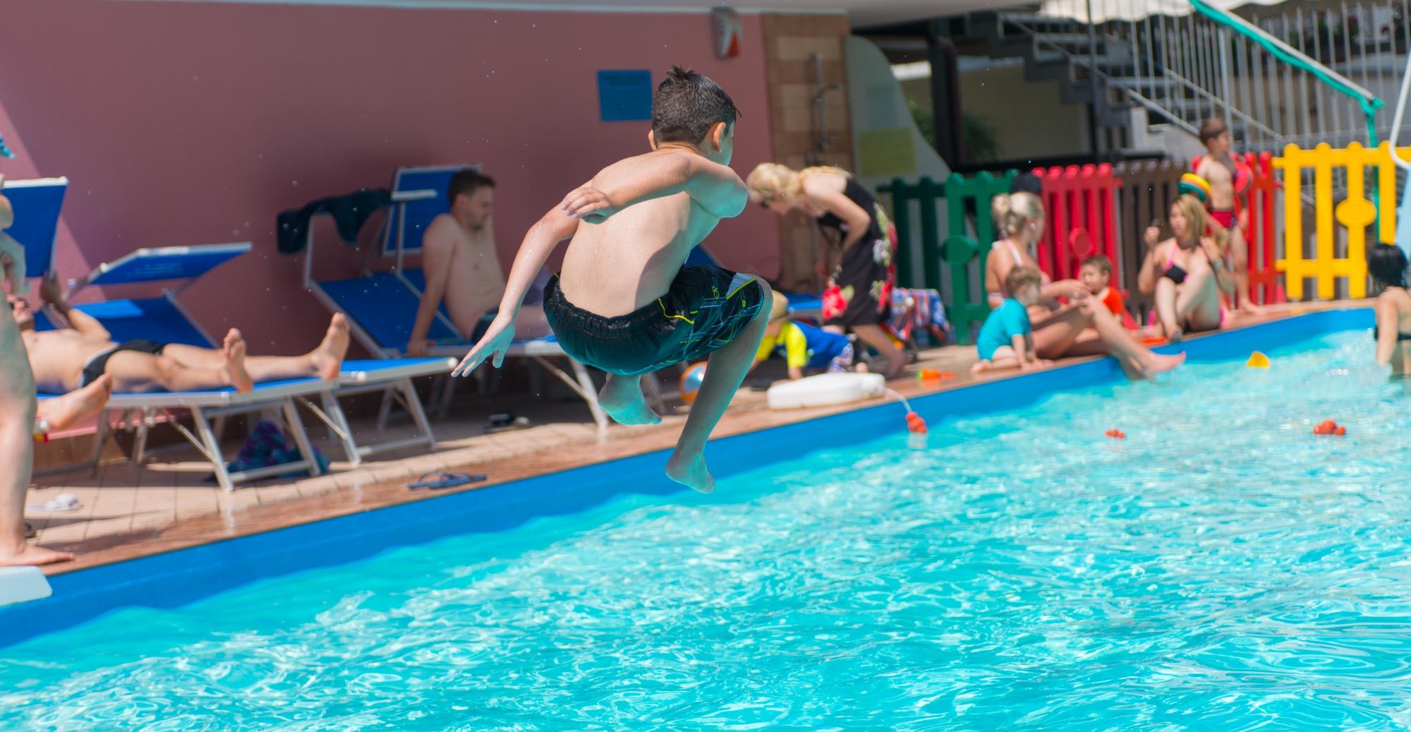 Offerta luglio 2019 all inclusive in hotel 3 stelle rimini per famiglie con piscina e animazione - Hotel con piscina riscaldata per bambini ...