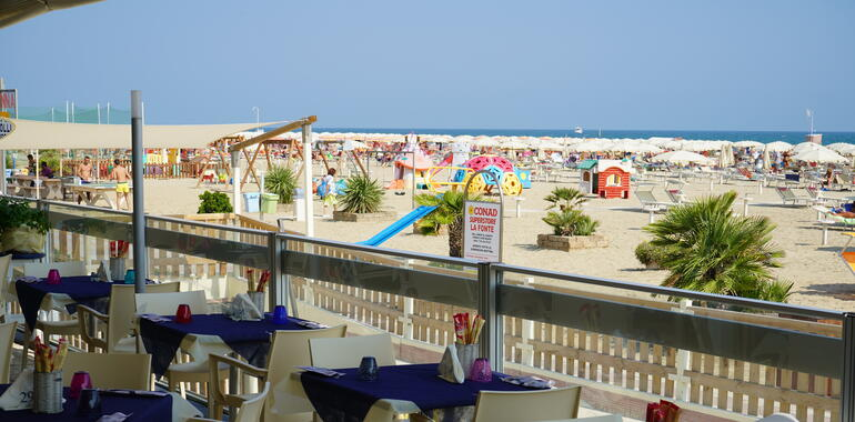 panoramic it offerta-agosto-all-inclusive-rimini-in-hotel-3-stelle-fronte-mare 008