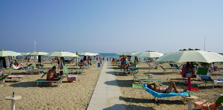 panoramic it offerta-agosto-all-inclusive-rimini-in-hotel-3-stelle-fronte-mare 009