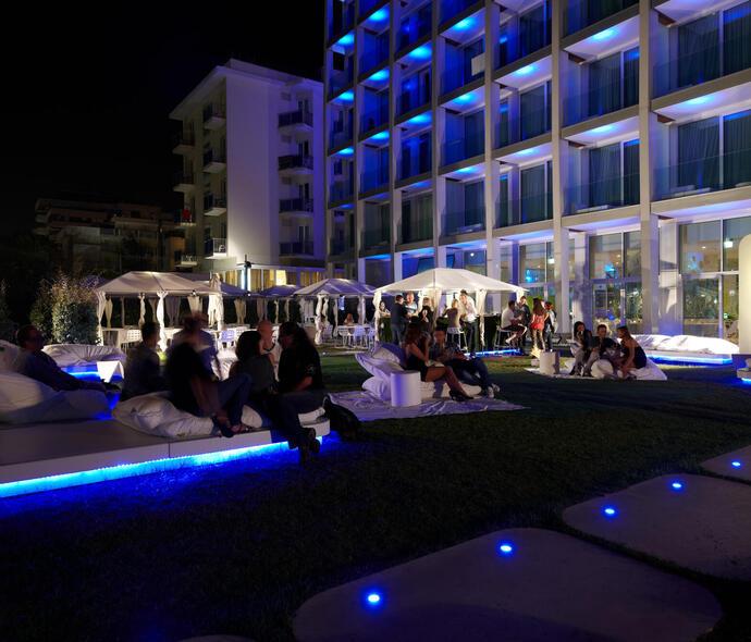 i-suite it gli-eventi-cocktail-night-estivi-in-i-circus-i-suite-a-rimini-fronte-mare-5-stelle 009