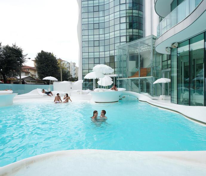 i-suite it offerta-ponte-2-giugno-rimini-design-hotel-5-stelle-con-piscina-esterna 006