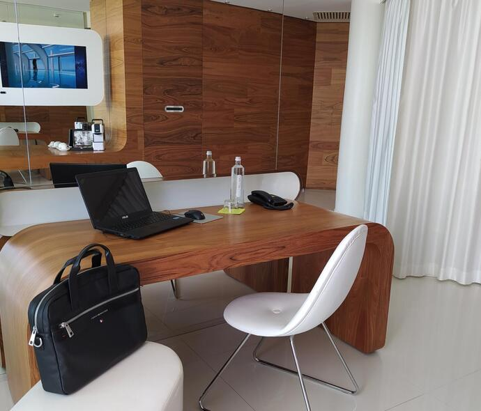 i-suite it smart-working-a-rimini-in-suite-di-desing-hotel-5-stelle-vista-mare 008