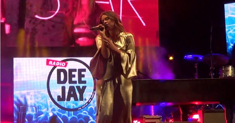 deejay on stage agosto last minute riccione appartamenti per le vacanze affitti