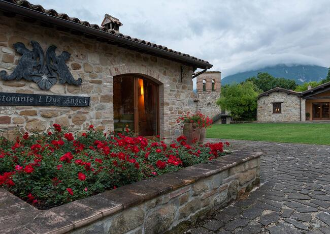 borgolanciano en resort-in-the-marche-with-guided-winery-tour-and-wine-tasting 007