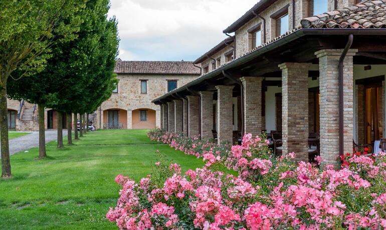 borgolanciano it private-spa-nelle-marche-con-centro-benessere-ad-uso-esclusivo 005