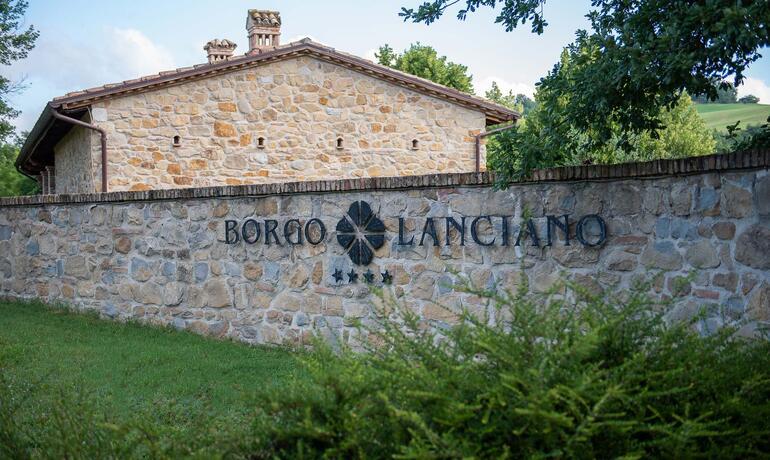 borgolanciano fr forfaits-resort-marches-avec-centre-bien-etre-et-restaurant-gourmet 007