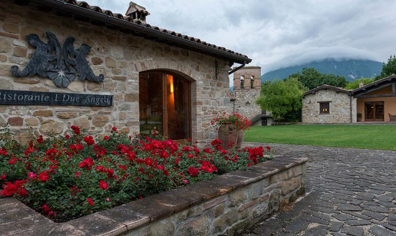 borgolanciano en resort-in-the-marche-with-guided-winery-tour-and-wine-tasting 002
