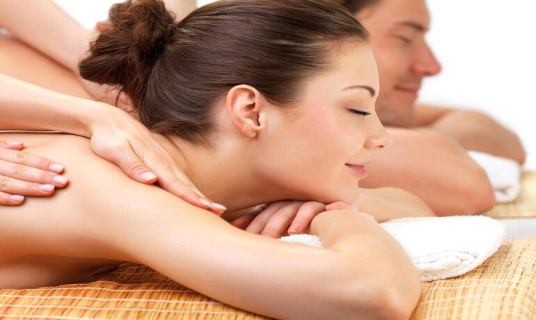 borgolanciano de paket-day-spa-wellnesscenter-marken-mit-paar-massage 003