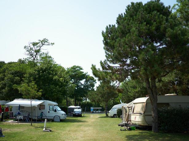 campinglido de juli-woche-auf-einem-stellplatz-familienpaket-im-camping-village-in-bibione 025