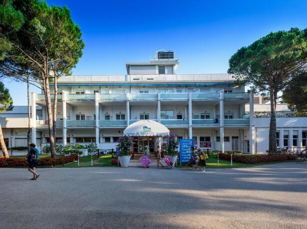 iltridente en a-week-in-june-in-our-residence-with-hotel-format-in-bibione 016