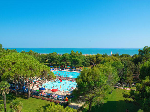 iltridente en holidays-in-august-in-mobile-home-in-bibione-in-camping-village-with-swimming-pool 017
