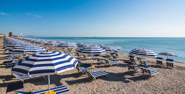 villaggiolemimose it speciale-luglio-in-villaggio-in-riva-al-mare-nelle-marche-con-piscina-e-spiaggia-privata 009