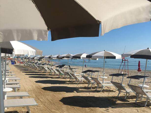 vacanzespinnaker it speciale-case-mobili-sea-space-per-un-soggiorno-esclusivo-in-villaggio-nelle-marche 010