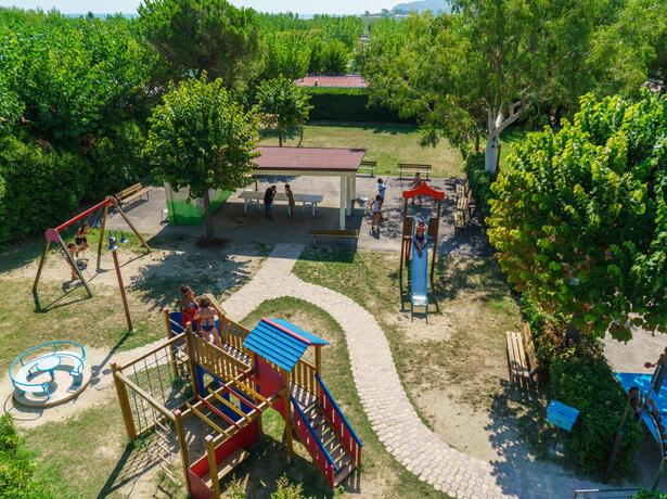 vacanzespinnaker it vacanze-tra-mare-e-storia-in-villaggio-sul-mare-nelle-splendide-marche 009