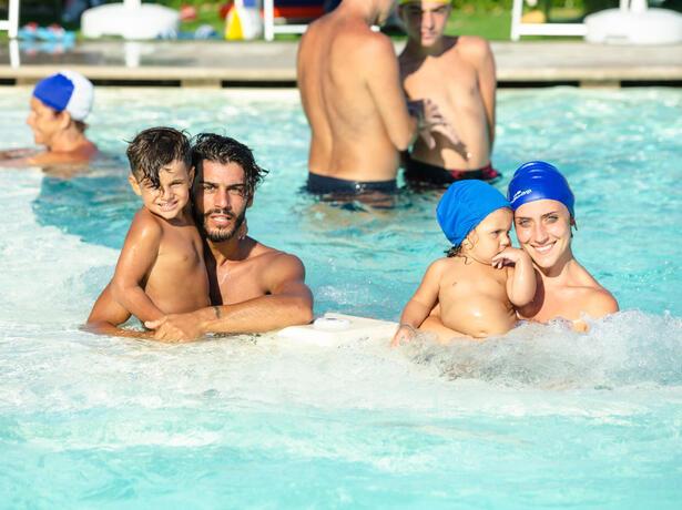 vacanzespinnaker it offerte-campeggio-sul-mare-delle-marche 006