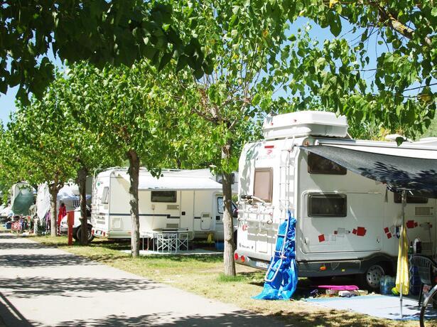 vacanzespinnaker it offerte-campeggio-sul-mare-delle-marche 005