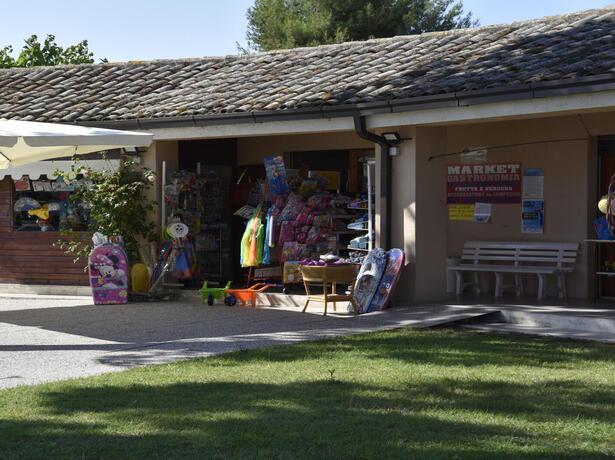 vacanzespinnaker it offerte-campeggio-sul-mare-delle-marche 009