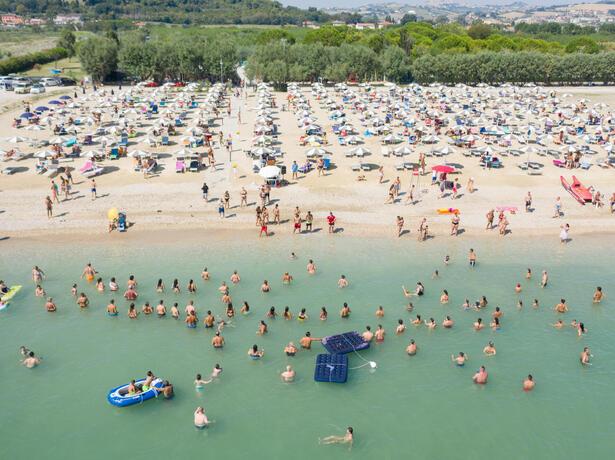 vacanzespinnaker it accettiamo-il-bonus-vacanze-in-campeggio-sul-mare-nelle-marche 006