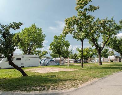 laquercia it offerta-campeggio-lago-di-garda-con-piazzole-grandi-e-servizi-per-camperisti 035