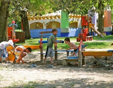laquercia de angebote-kurzurlaub-campingplatz-lazise-gardasee-im-mobilheim-fuer-familien 033
