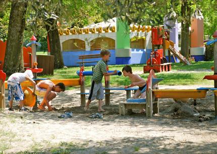laquercia de angebote-kurzurlaub-campingplatz-lazise-gardasee-im-mobilheim-fuer-familien 028