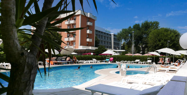 parkhotelserena en offer-for-couples-in-july-in-viserbella-di-rimini-in-hotel-near-the-sea 017