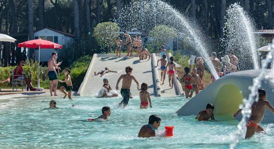 pinetasulmarecampingvillage it offerta-settembre-cesenatico-con-bimbi-gratis-in-campeggio-con-piscina-e-animazionen2 033