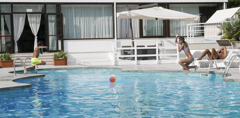 oxygenhotel en offer-week-with-free-night-in-hotel-in-viserbella-with-swimming-pool 009