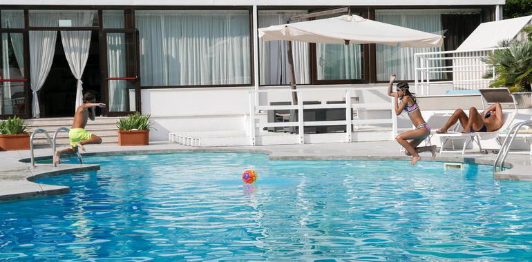 oxygenhotel it offerta-notte-gratis-in-hotel-a-viserbella-con-piscina 009