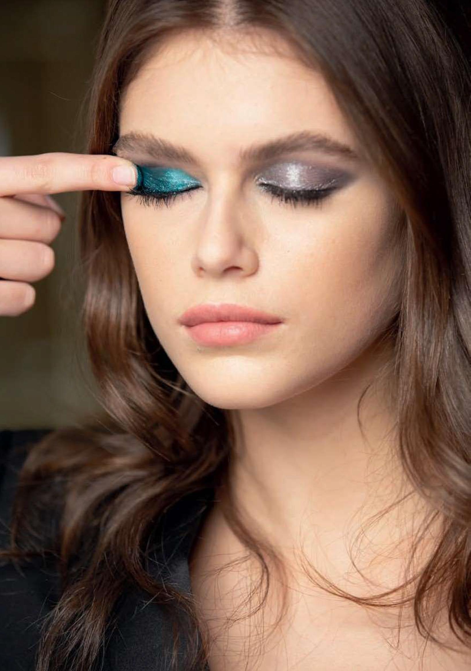 Applicazione Sequin Mono Eyeshadow YSL