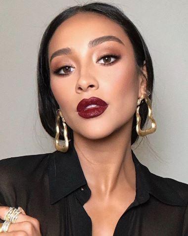 SHAY MITCHELL - ROSSO BORGOGNA - make-up Autunno Inverno 2019-2020