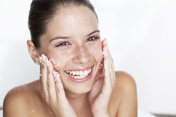 donna scrub viso