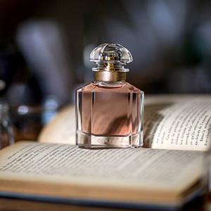 https://www.sabbioni.it/it/cat0_8645_15711_15712_21005/marchi/guerlain/-profumi-donna/mon-guerlain/p687107-mon-guerlain-eau-de-parfum.php