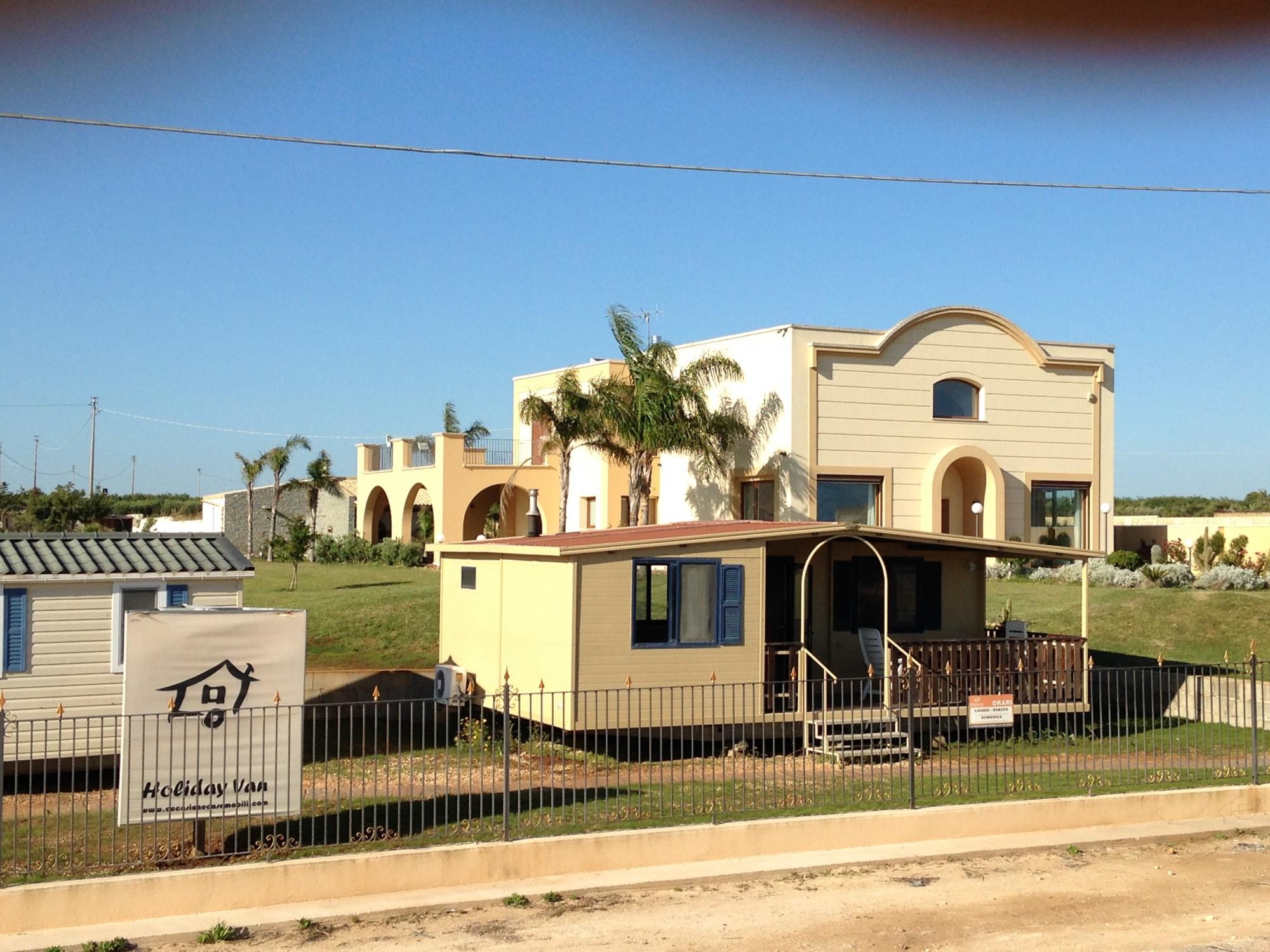 Le terrazze holiday van per le vostre case mobili e case for Mobili per terrazze