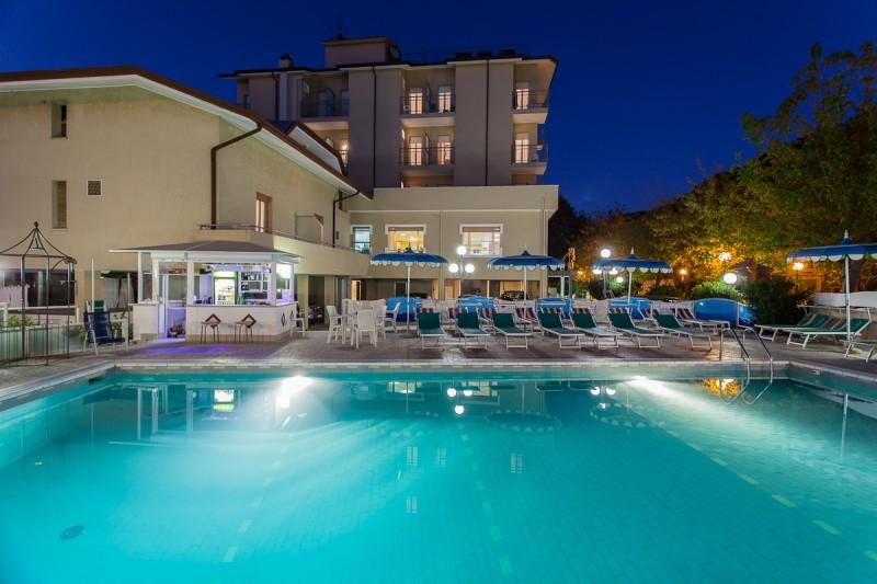 Offerta notte rosa 2018 hotel spiaggia san mauro mare - Bagno delio san mauro a mare ...